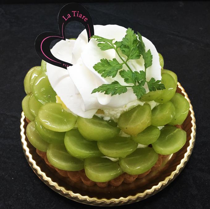 名東区のケーキ屋ラティアールの【シャインマスカット】