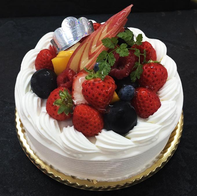 名東区のケーキ屋ラティアールの【フルーツデコレーション】